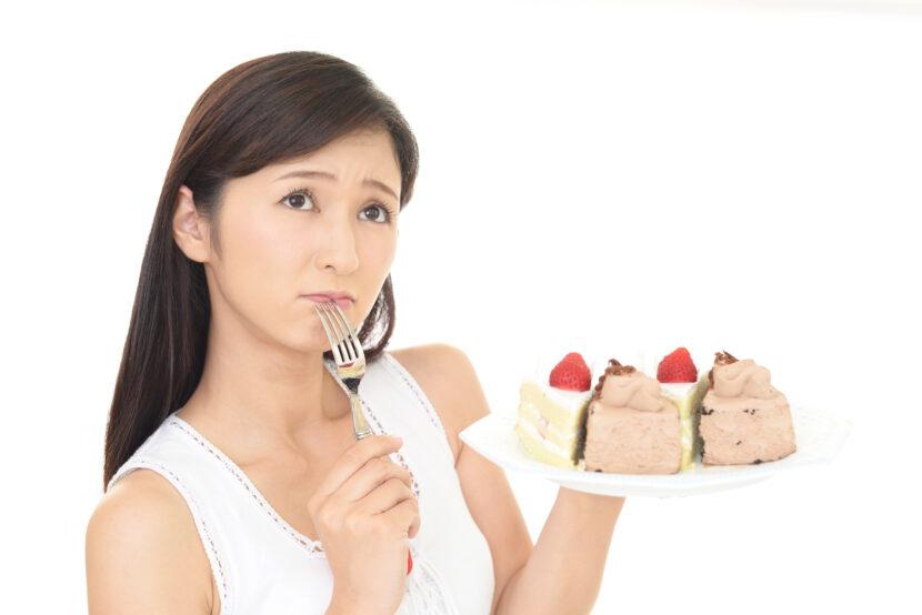 ダイエット中なぜお菓子を食べたくなるのか